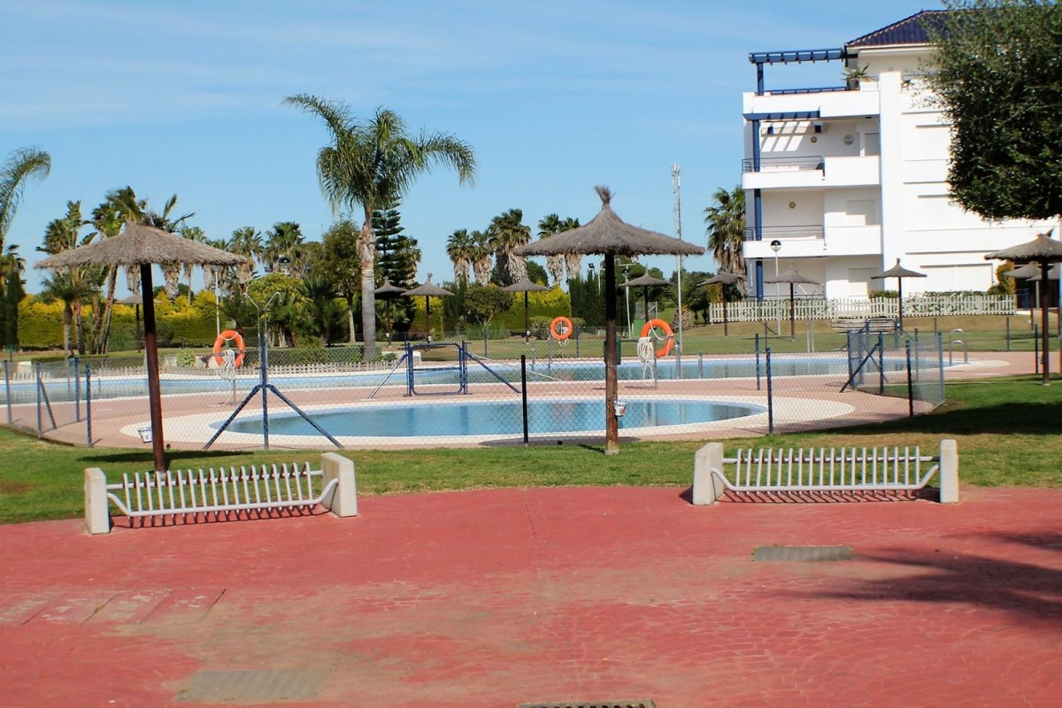 Urbanizaci n bahia golf ref a03 00793 alsol inmobiliaria - Venta de apartamentos en costa ballena ...